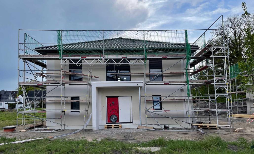 BlowerDoor Messung an einem Neubau in Deutschland Foto Christian Barth Baubegleitung