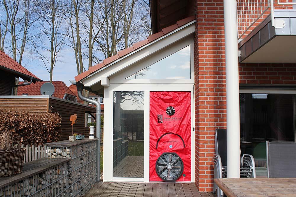 Blower Door Luftdichtheitsmessung Einfamilienhaus Deutschland
